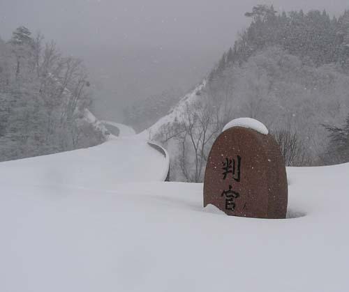 冬期は閉鎖される宝立山道路を進む