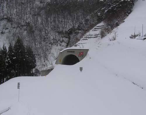 トンネルもこんなに塞がっている